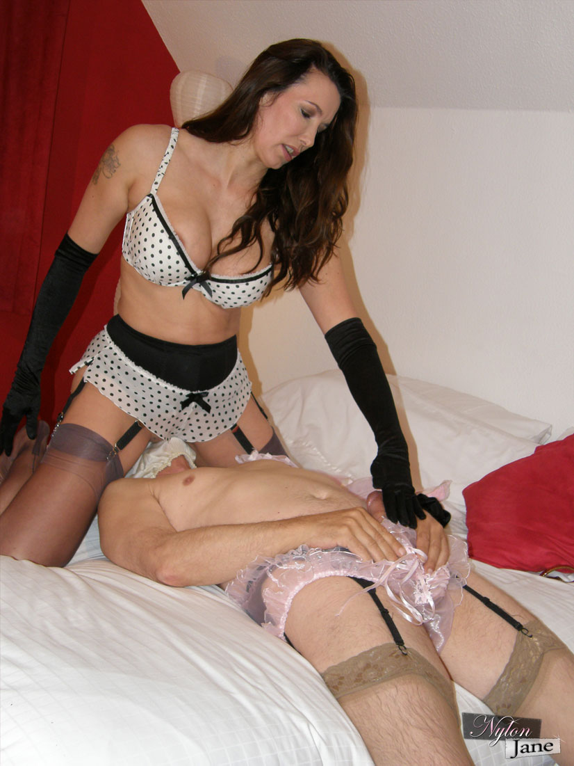 Sissy Crossdresser In Frilly Panties Gets Teased By Jane